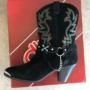 NWT Dingo black suede with strap boots size 9.5